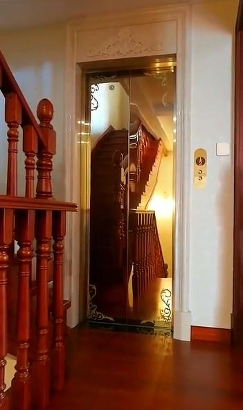 十分小巧的家用电梯图
