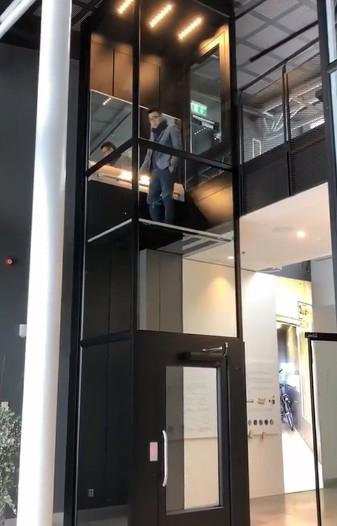 大型豪华家用的三层电梯图