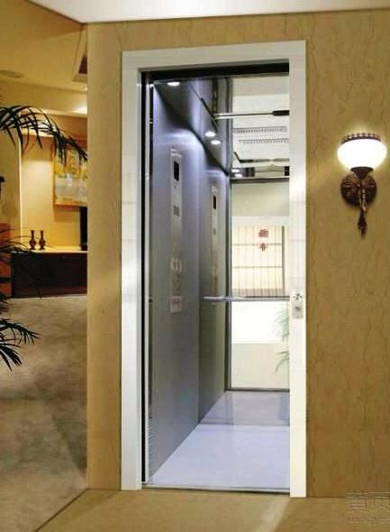 刚刚装修好的家用电梯
