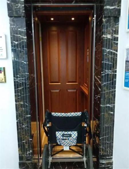 电梯轿厢内饰全红木装修