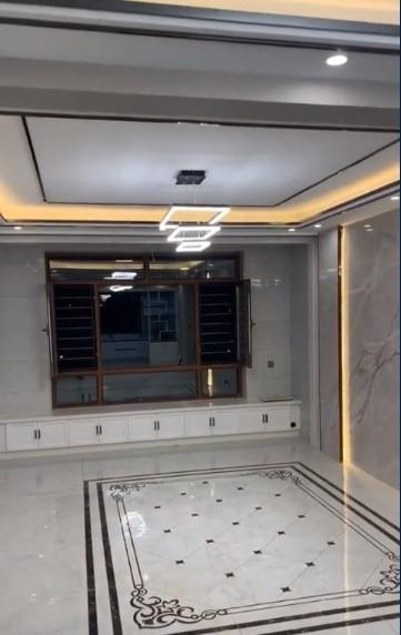 装有电梯的别墅室内一览