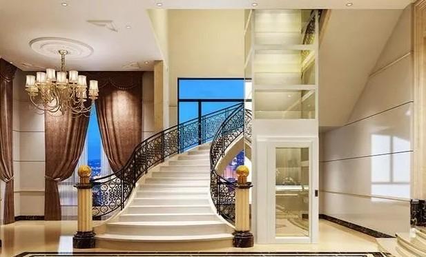 这是一个相当漂亮大气的别墅电梯的图片