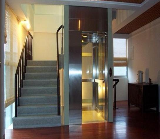 成都一栋两层别墅安装了一台小型家用别墅电梯