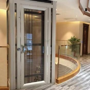 成都海伦春天的别墅里面装了一个漂亮的别墅电梯
