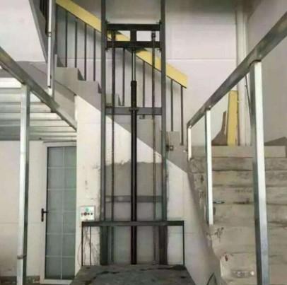 四川成都一台别墅电梯正在安装和调试中