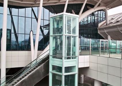 成都一台新装好的家用电梯正在进行稳定性能运行测试