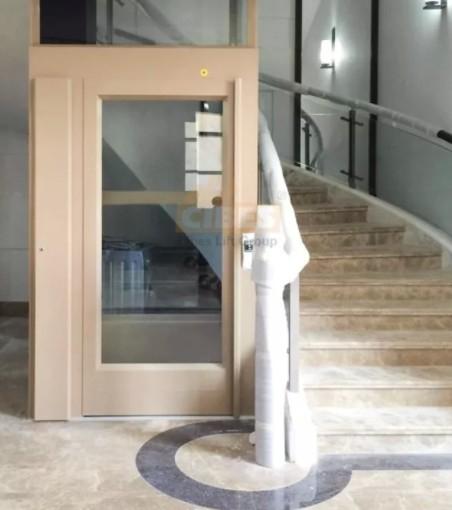 两层家用电梯已经安装完毕,外观很漂亮
