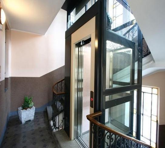 两层别墅电梯非常和好看,显得高大上