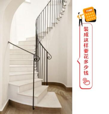 白色的楼梯搭配家用电梯很好看