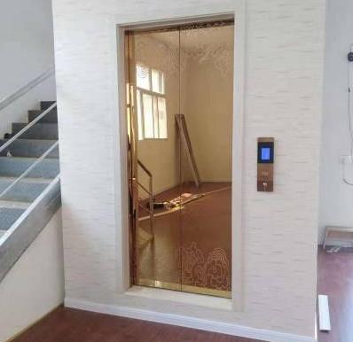 成都三层别墅电梯是白色款