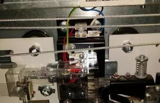 成都电梯门系统设备维修中
