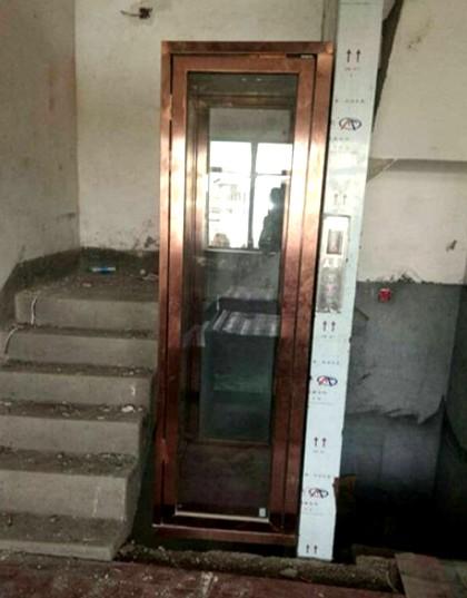 小型家用电梯正在施工中