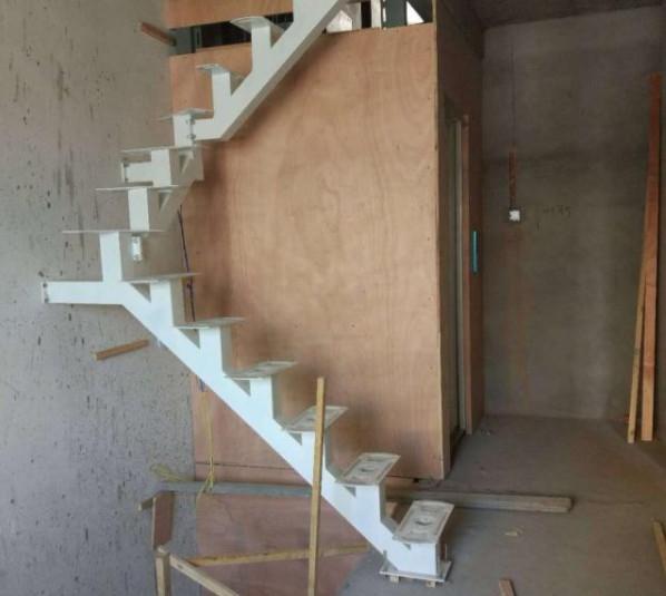 跃层式小别墅正打算安装电梯