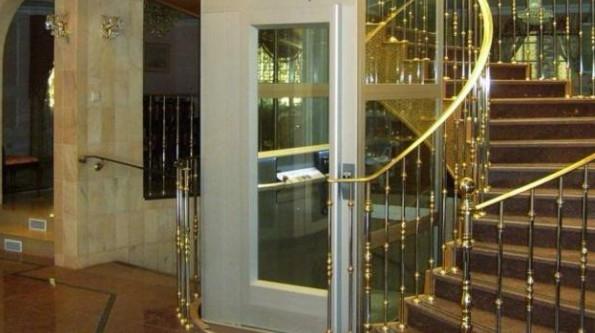 别墅里面的电梯装办好看大气
