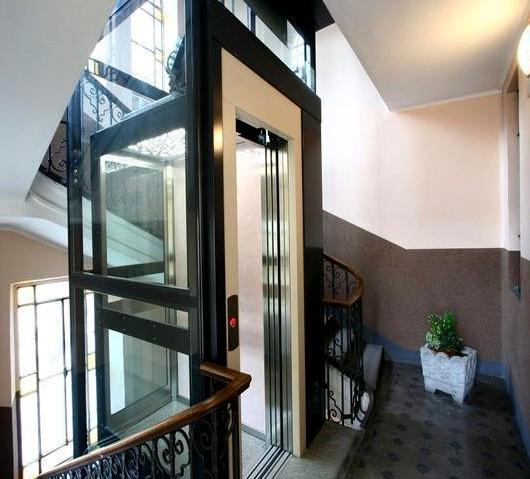 成都奥里斯安装在牧马山的三层别墅电梯